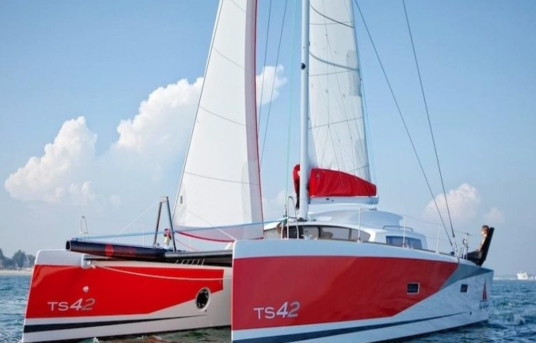 Sail in Martinique abord the XL Catamaran TS 42