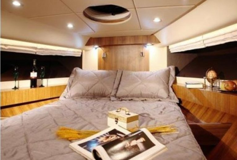 Yacht charter in Martinique for a Dynamique Dyna 51