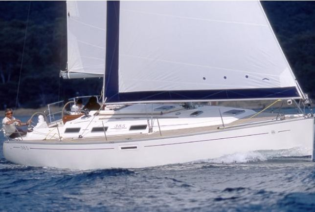 Sail in Guadeloupe with a Dufour 385