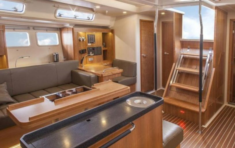 Relax aboard the Hanse 505 when sailing in Martinique