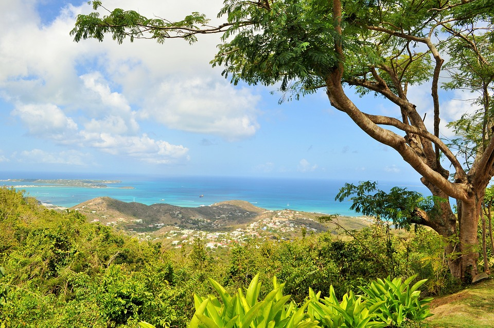 Start your sailing adventure with a boat charter in St Martin