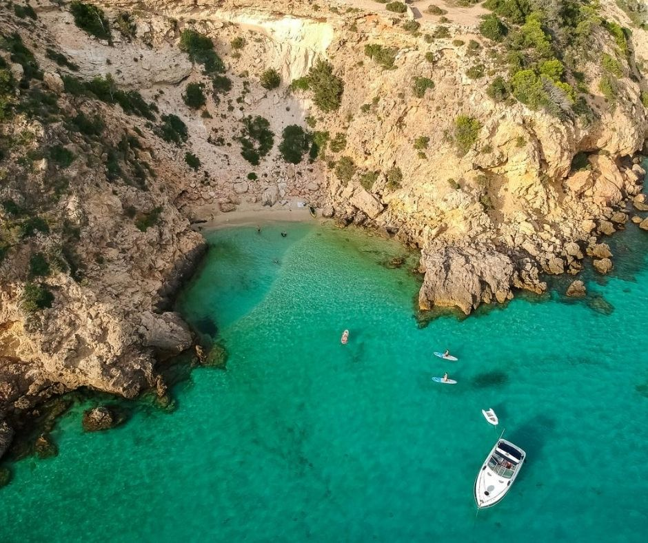 Cala Tarida is ideal for going with your family and couple