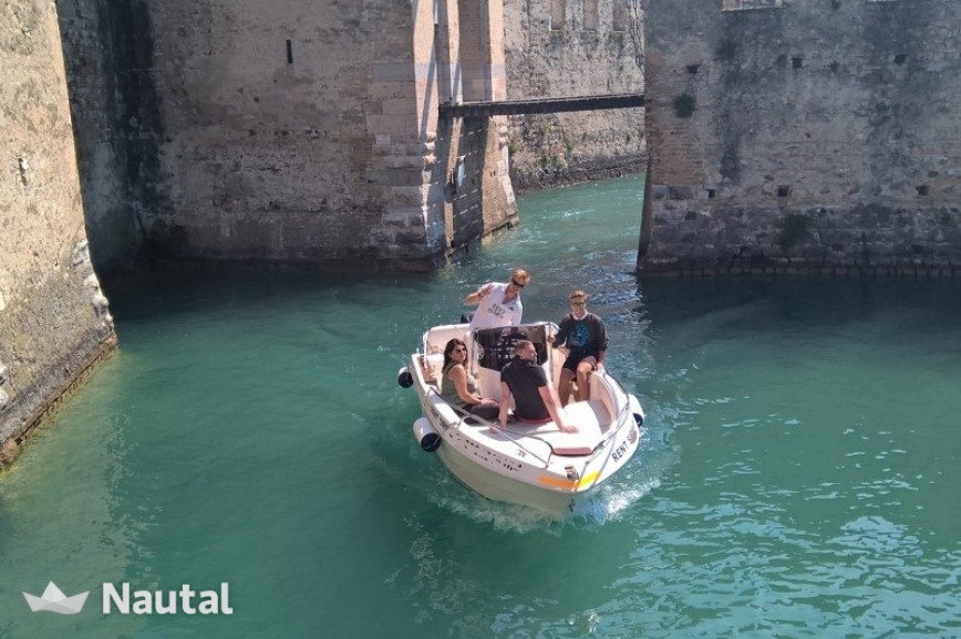 Motorboat rent Custom 18 in Sirmione, Lake of Garda