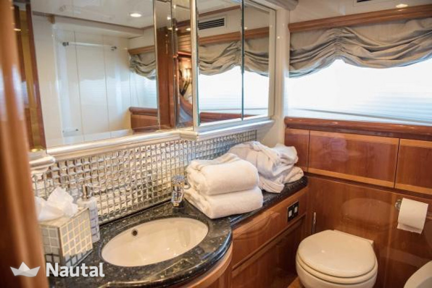 Noleggiare yacht ferretti 94ft a north palm beach florida for Noleggio di cabine north ga