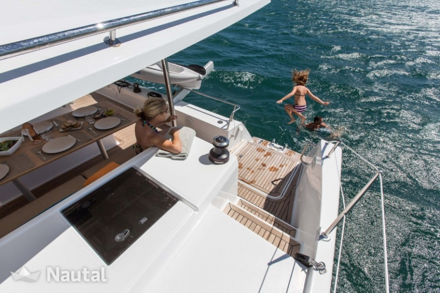 Alquilar catamarán Fontaine Pajot Helia 44 with watermaker en Port du Marin, Martinica