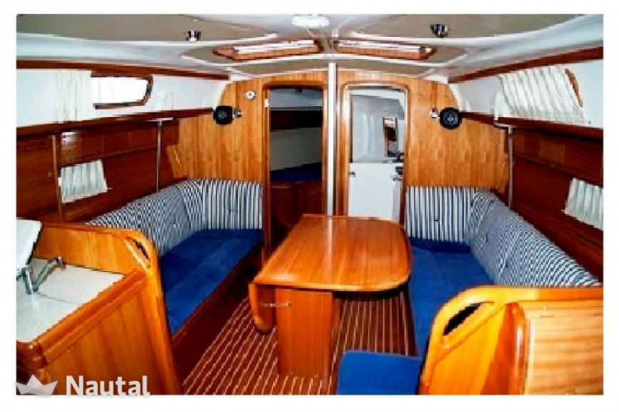 beau voilier monocoque bavaria 34 en bretagne nautal. Black Bedroom Furniture Sets. Home Design Ideas