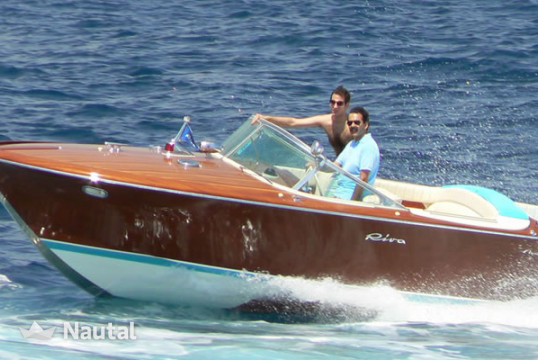 Yacht rent riva Aquarama in Port Pierre Canto, Alpes Maritimes - Cannes