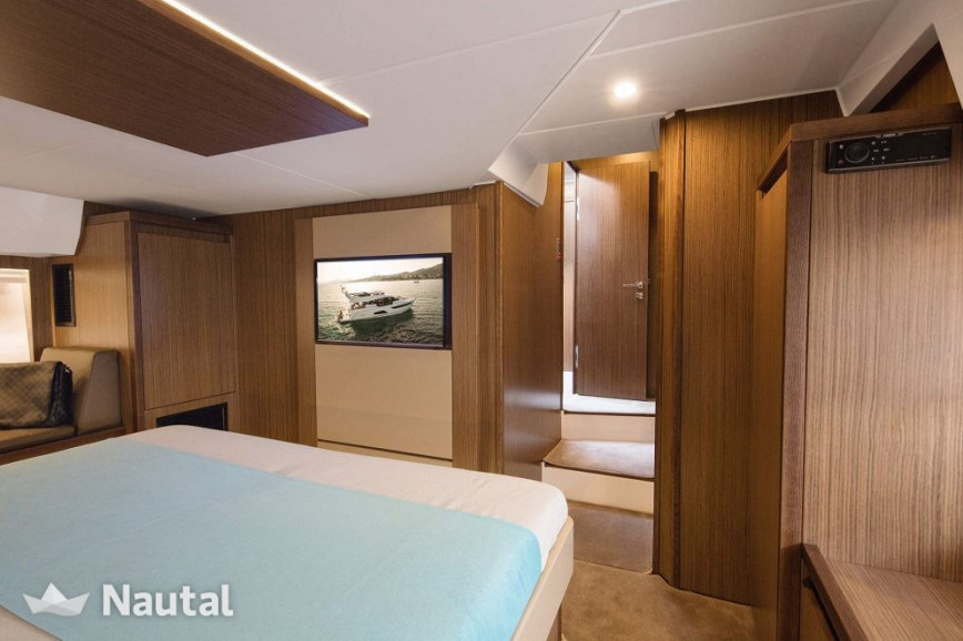 Yacht rent Sealine F530 in Torrevieja, Alicante