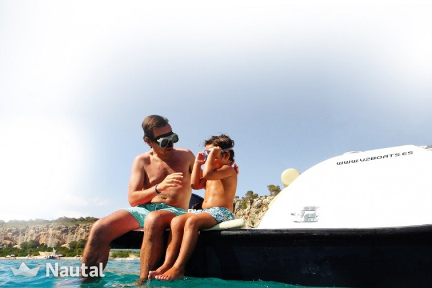 License free boat rent V2 5.0 in Port d'Alcúdia, Mallorca