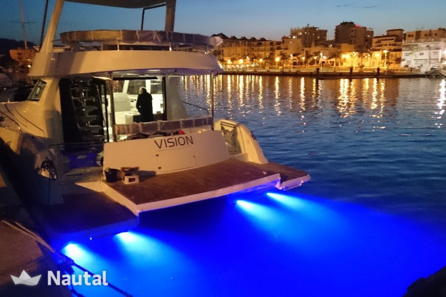 Louer catamaran Flash Catamarans Flach Cat 43S, Port Marines de Cogolin, Var - Grimaud