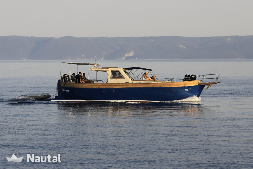 Motorboat rent Custom Leut in Marina Zenta, Split, Hvar