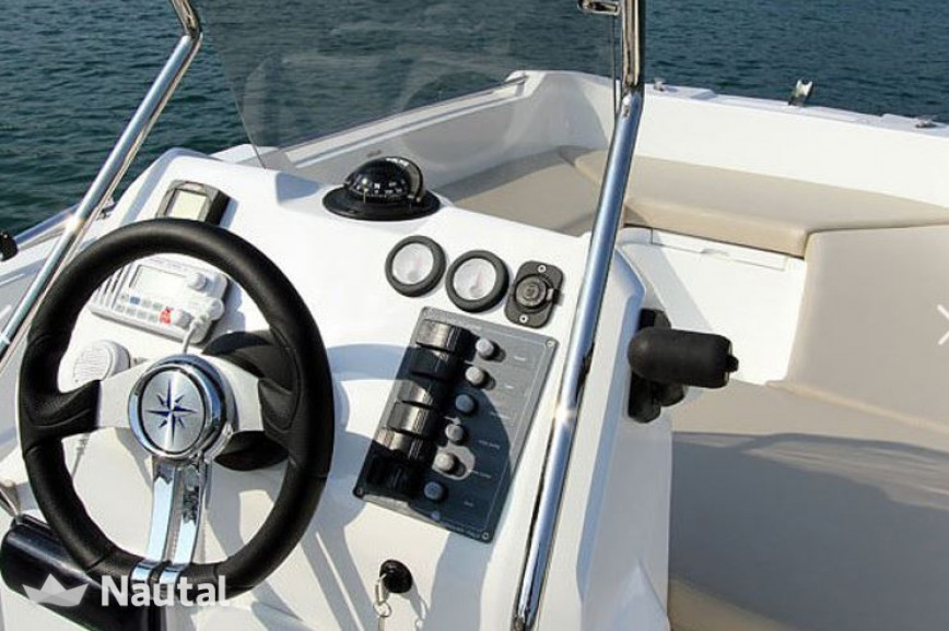 License free boat rent V2 5.0 15cv in La Savina, Formentera