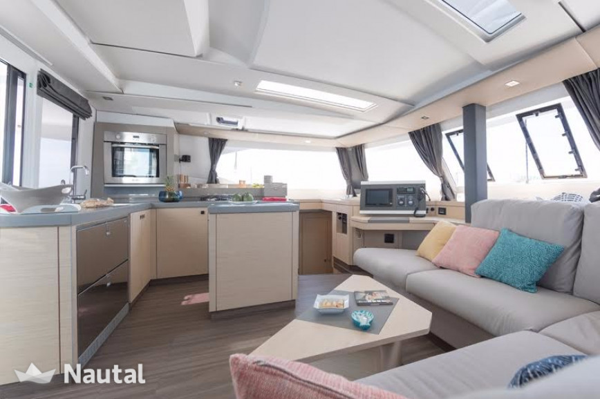 Huur catamaran Fountaine Pajot  Saona 47 (Quintet) - 5 + 1 cab. in Lavrio Port, Athene