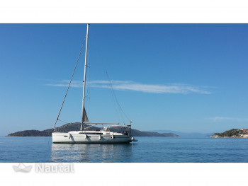 Rent this sailboat and discover the coast of Athens