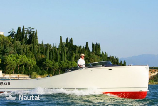 Motorboat rent Custom Beluga in Sirmione, Lake of Garda