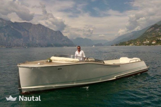 Motorboat rent Custom Libera in Sirmione, Lake of Garda