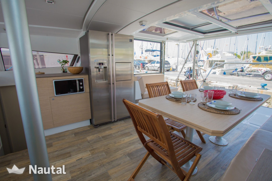 Catamaran rent Bali  4.0 O.V. in Cala Nova, Mallorca