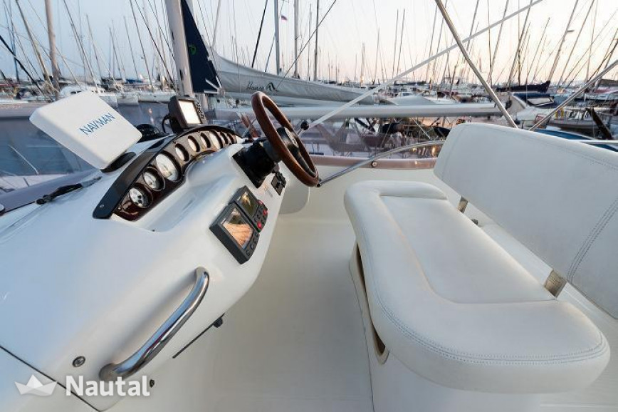 Motorboat rent Cranchi Atlantique 40 in Naftikos Omilos Amfitheas, Athens