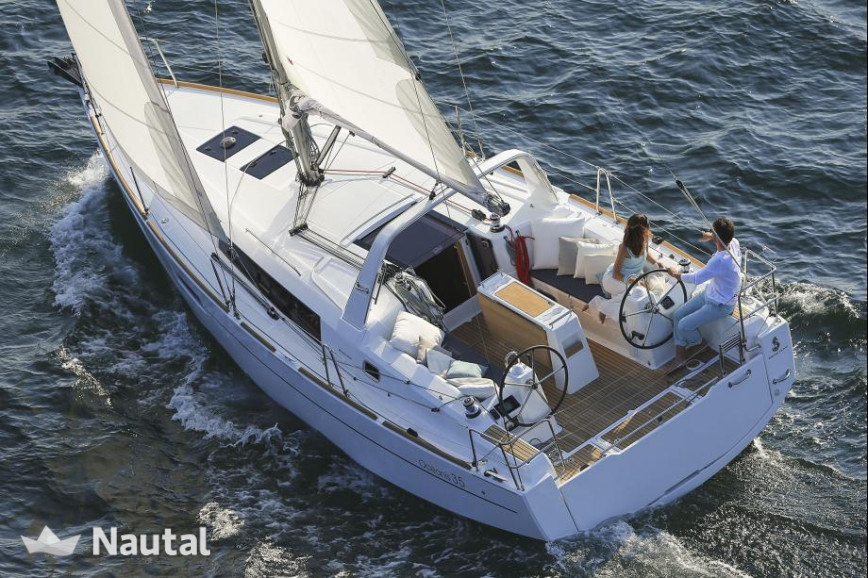 Sailing boat rent Oceanis Oceanis 35  in Port du Crouesty, Morbihan - Crouesty