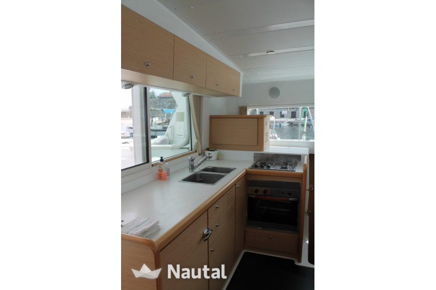 Catamaran rent Lagoon 420 in Port Gallice, Alpes Maritimes - Antibes