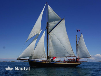Relax aboard this sailboat in Manche