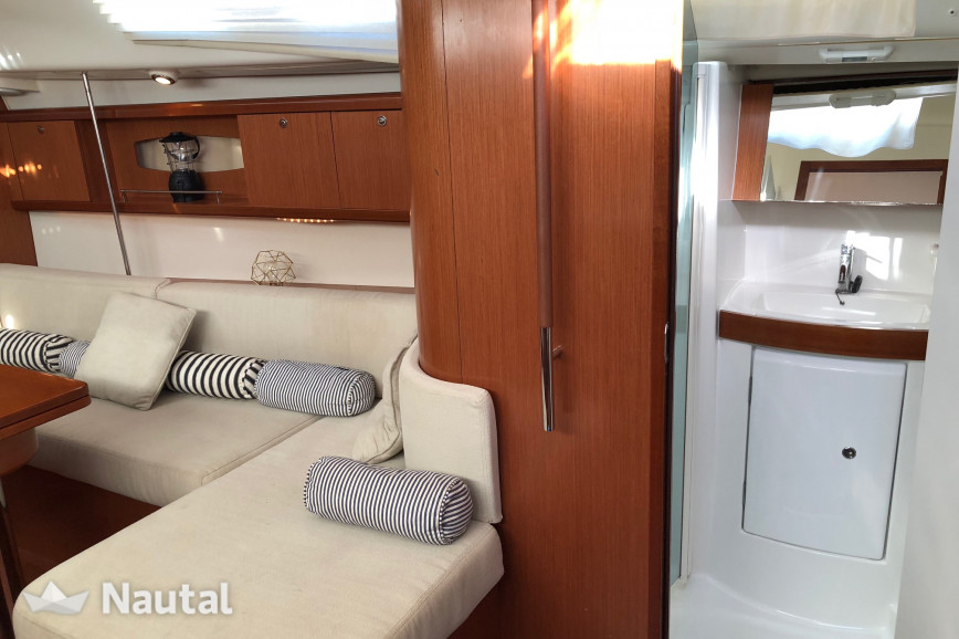 Sailing boat rent Beneteau Oceanis 40 in Dénia, Alicante