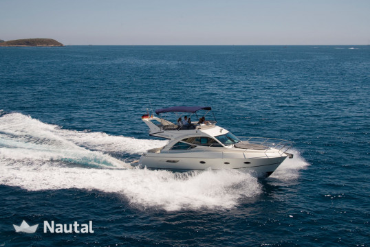 Motorboat rent Galeon 39 Fly in Port Adriano, Mallorca