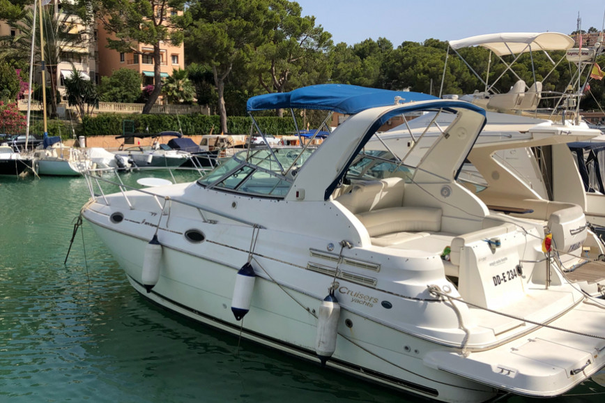 Motorboat Rent Cruisers Yachts 2870 Express In Club Nautico Santa
