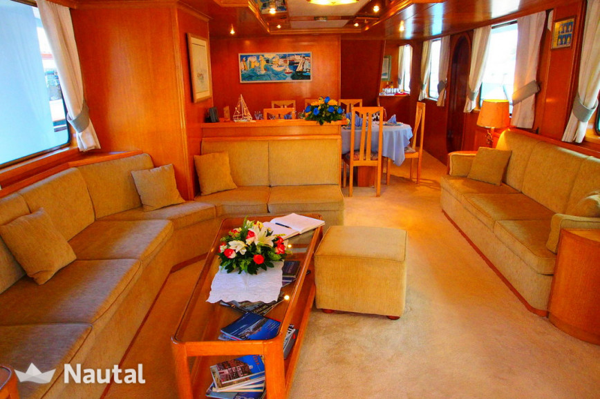 Yacht rent Custom Perama Shipyards 102 in Flisvos Marina, Athens