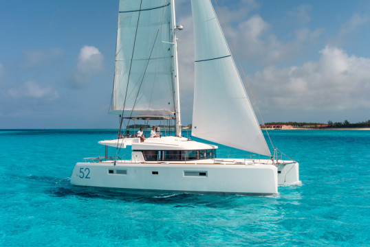 Huur catamaran Lagoon  52 F with watermaker & A/C - PLUS in Harbour View Marina Marsh Harbour, Bahamas