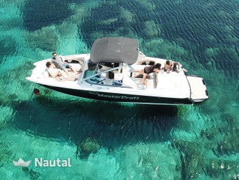 Experience an unforgettable holiday with this Maristar 280SS motorboat
