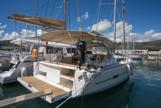 Sailing boat rent Dufour Yachts Dufour 520 GL in D-Marin, Fethiye