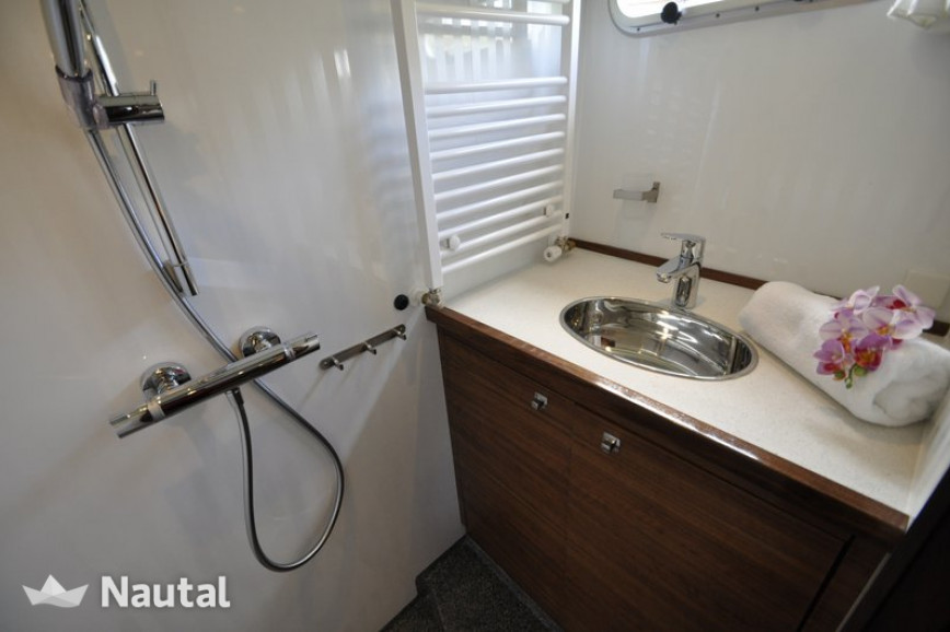 Houseboat rent Noblesse Cruiser 42 in Jachthaven Eernewoude, Friesland