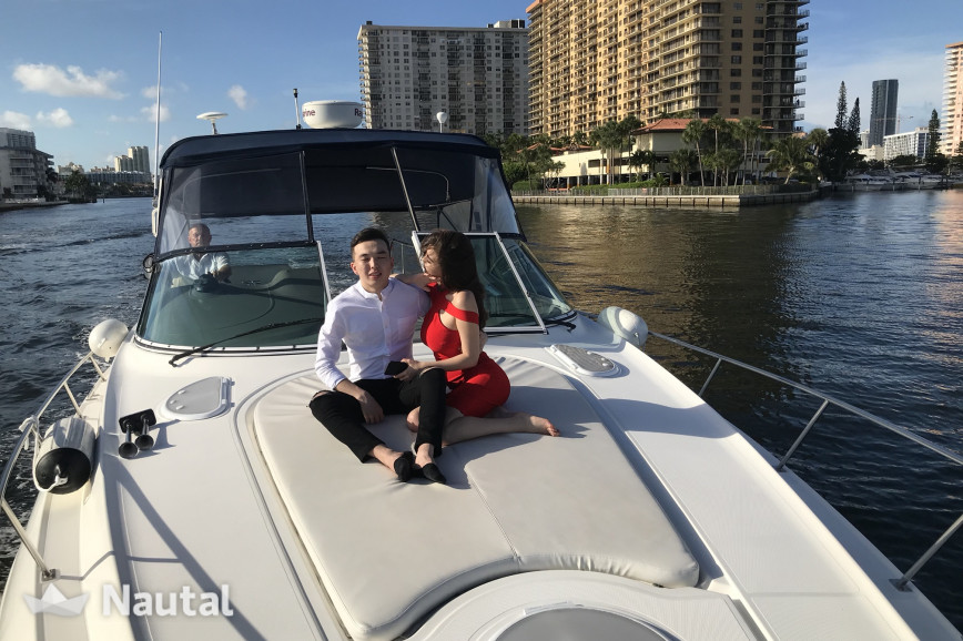Huur motorboot Cruisers Yachts 370 Express in Turnberry Marina, Zuid-Florida