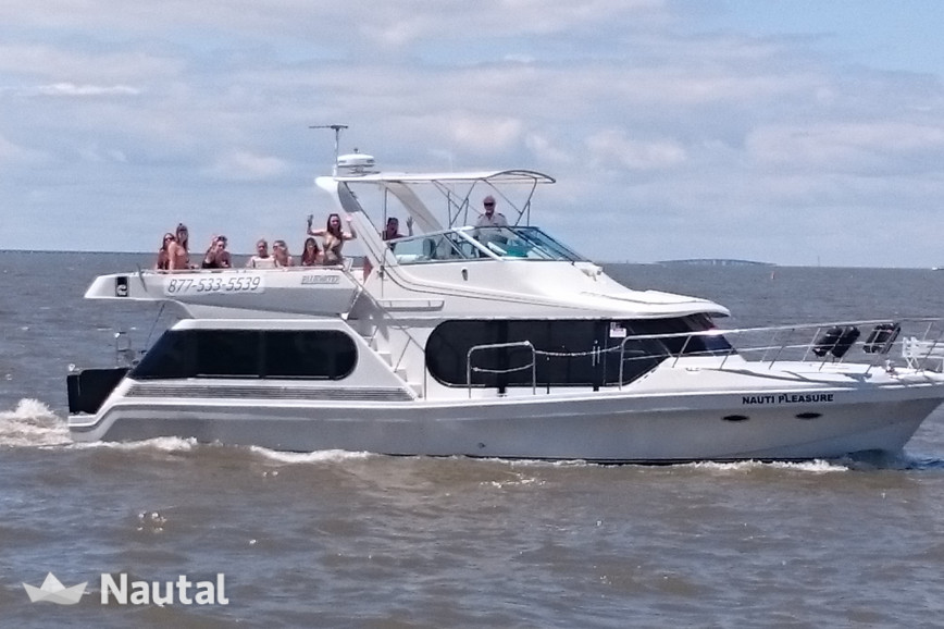 Houseboat rent Bluewater Yachts Bluewater Yachts 482 Motoryacht in Destin, North Florida