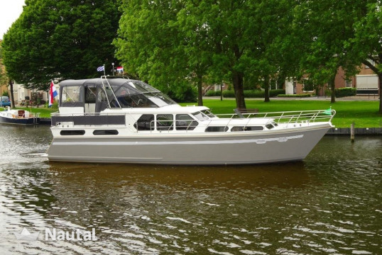 License free boat rent Valk Content 1270 in Zoutepoel, Friesland