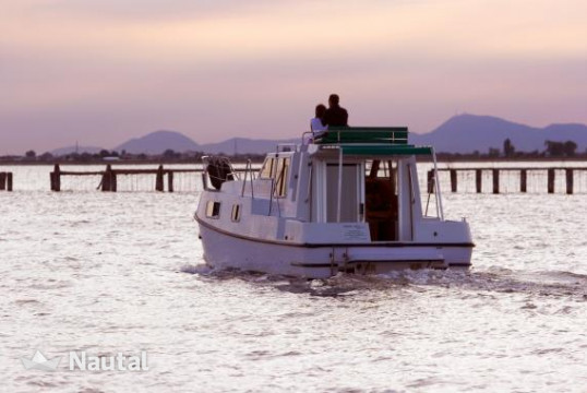 Houseboat rent New Con Fly Suite in Isola dell'Unione, Veneto