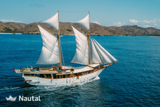 Huur zeilschip traditional Phinisi schooner 125ft in Komodo, Bali
