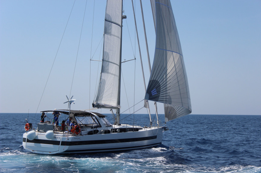 Sailing boat rent Beneteau  Oceanis 62 in Marina de Cohe, Martinique