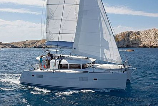 Catamaran rent Lagoon  400 in L'Estartit, Girona