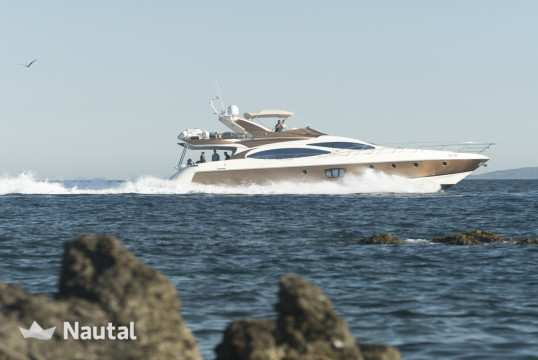 Motorboat rent Azimut 68 in Zeas Port, Athens