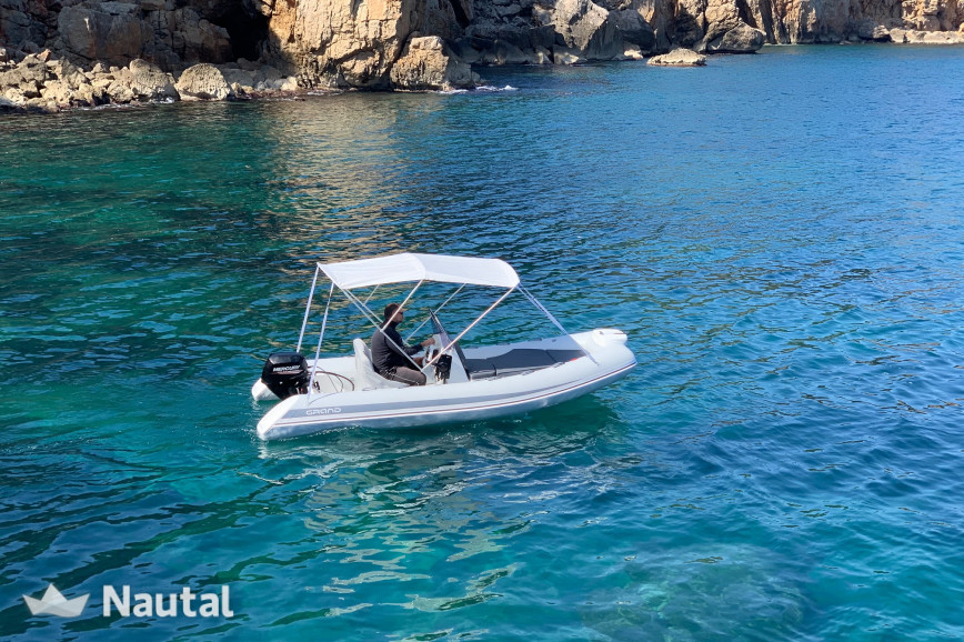License free boat rent Grand Inflatable boats 4.7 in L'Estartit, Girona