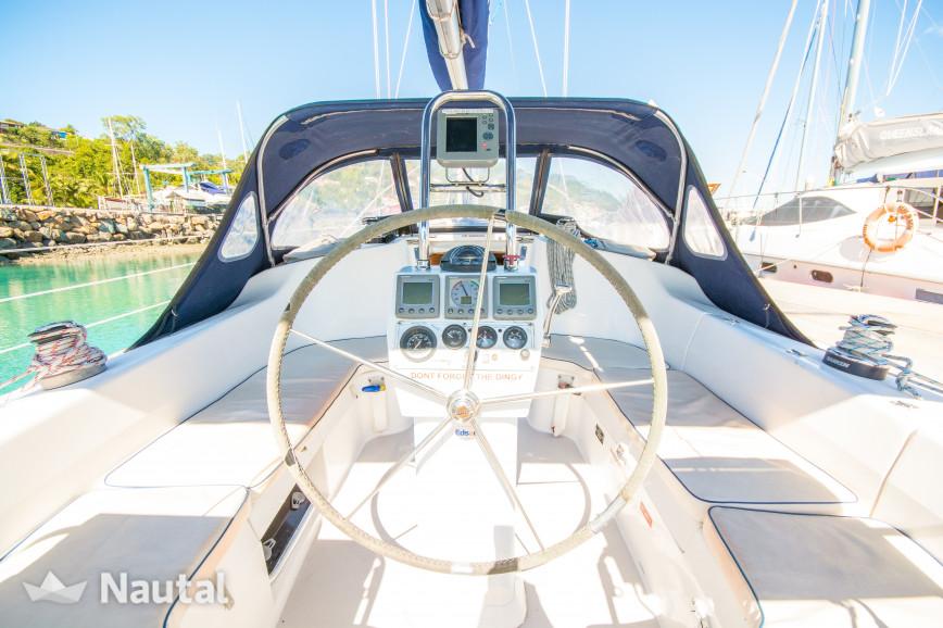 Sailing boat rent Catalina Yachts  Classic 350  in Abell Point Marina, Whitsundays