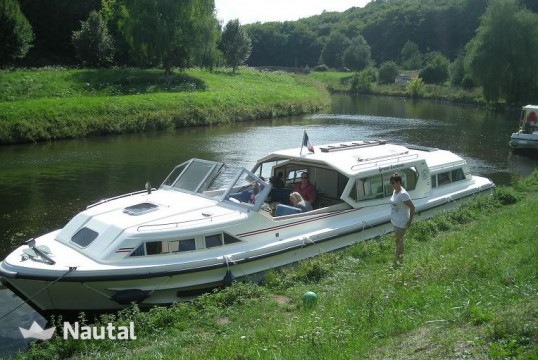Houseboat rent Connoisseur COMMODORE PLUS in Baye - Bazolles, Nièvre