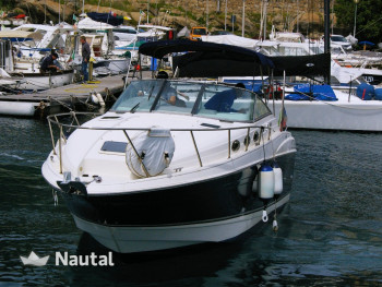 Experience an unforgettable holiday with this Commodore 2660 motorboat