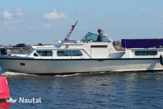 Motorboat rent Custom made de Ruiter in Zaandam, North Holland