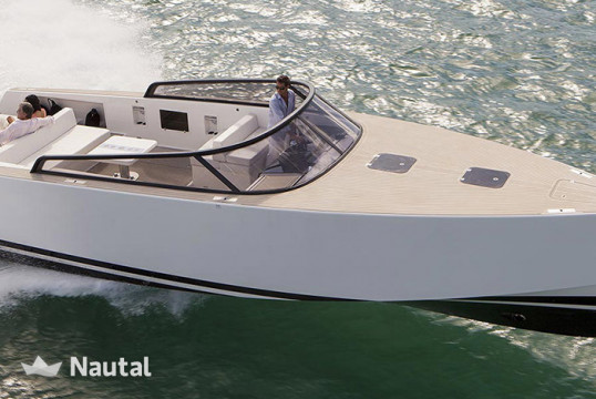 Motorboat rent VanDutch 40 in Saint-Tropez, Var