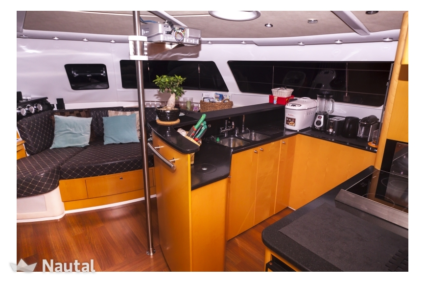Noleggiare catamarano fountaine pajot eleuthera 60 a for Cabine familiari nel missouri