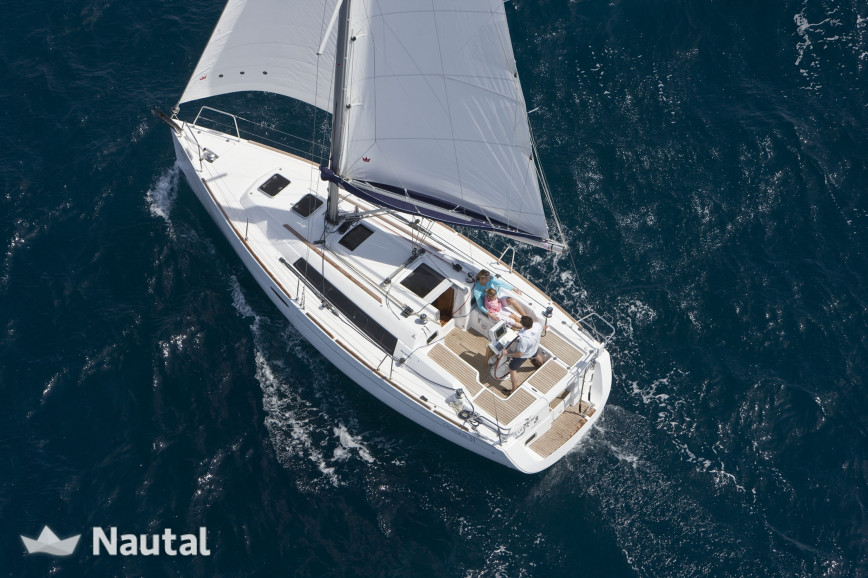 Sailing boat rent Beneteau Oceanis 31 in Port Olímpic, Barcelona